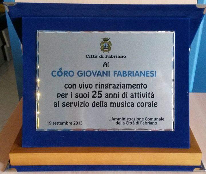 targa della città di Fabriano al Coro Giovani Fabrianesi