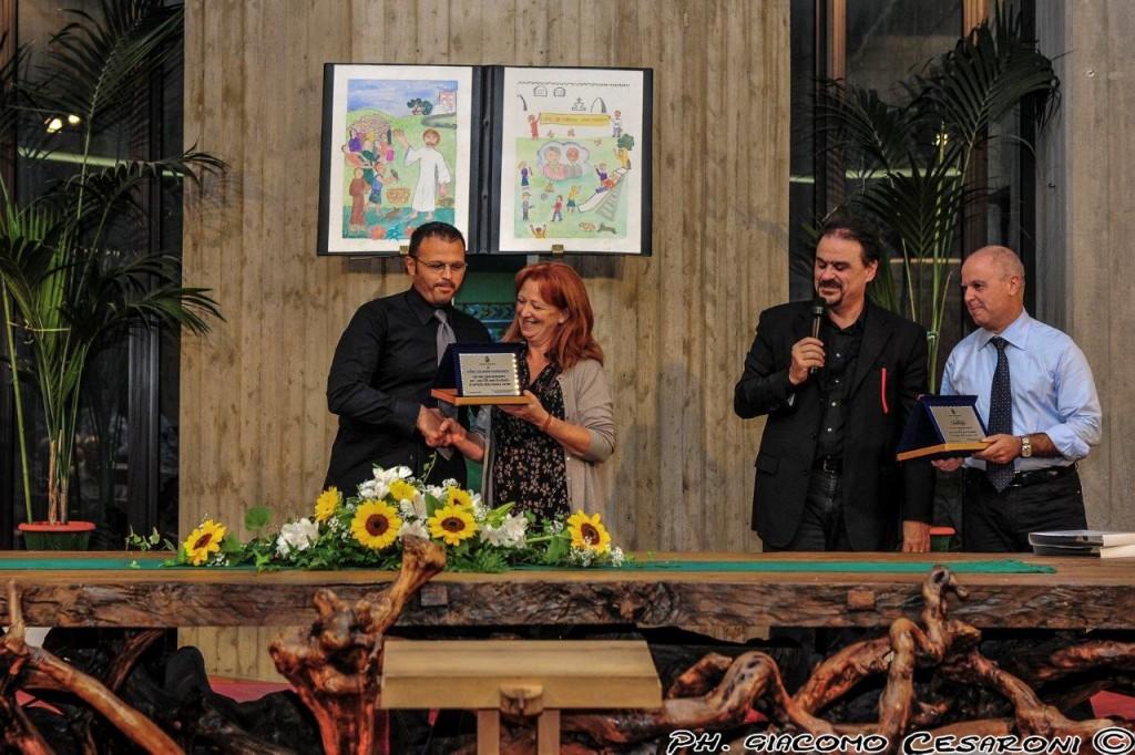 Consegna del riconoscimento della città di Fabriano per il 25mo anniversario del Coro Giovani Fabrianesi