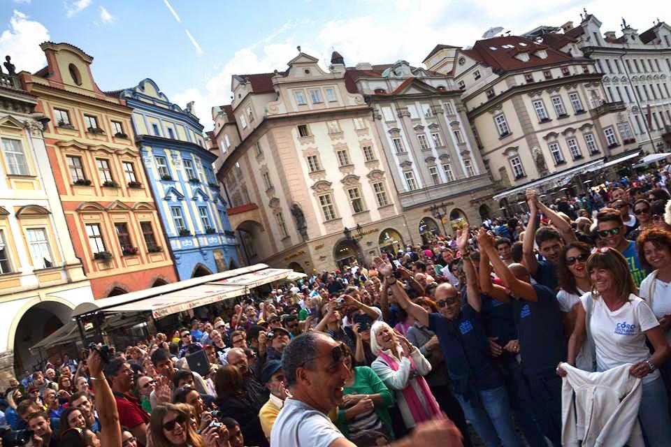 Il Coro di Fabriano in un flash-mob a Praga